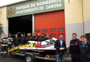 Bomberos de Zamora con nueva moto para salvamentos acuáticos
