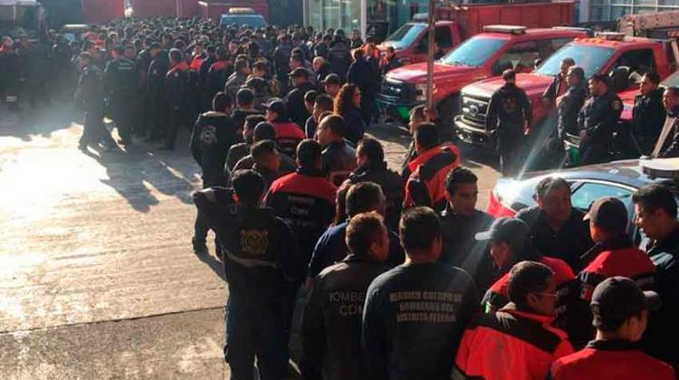 Bomberos toman estación central por falta de director