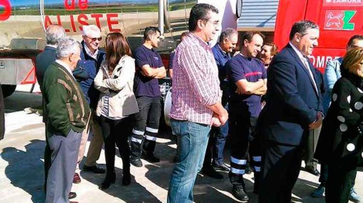 Bomberos de Aliste estrenan un camión nodriza