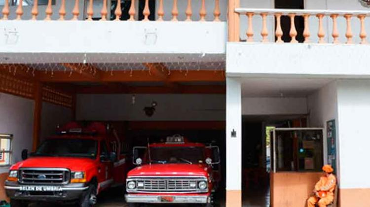 Bomberos sin máquinas y sin dinero en Belén de Umbría