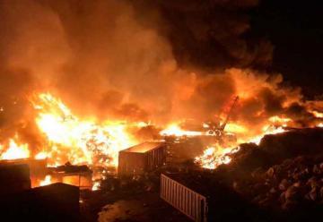 Bomberos combatieron incendio en recicladora en Tlaquepaque
