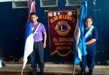 Club de Leones donaron banderas a Bomberos Eldorado