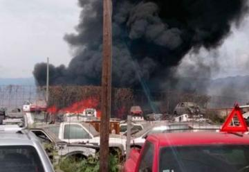 Incendio en corralón de Mérida afecta a más de 60 vehículos