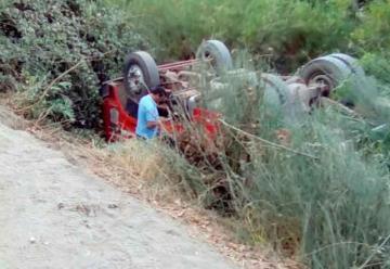 Tres bomberos lesionados dejó el volcamiento de un carro de bomberos