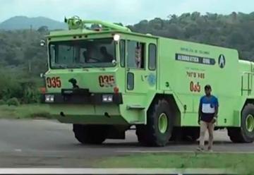 Aeronáutica civil dona carro de bomberos a Bahía Solano