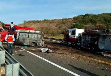 Mueren dos bomberos mientras atendían emergencia
