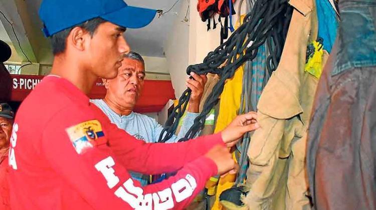 Bomberos de Manabí padecen por falta de equipamiento