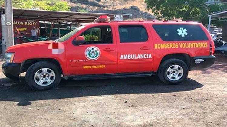 Detienen a sujetos en camioneta rotulada con la leyenda Bomberos