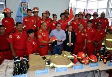 Municipalidad de Ventanilla dona equipos a bomberos