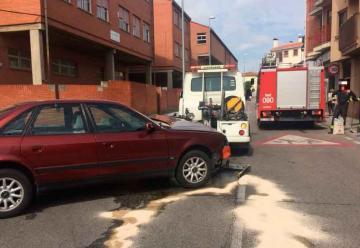 Coche impacta contra un camión de los bomberos que acudía a un aviso