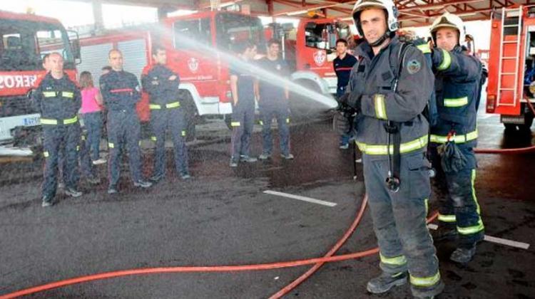 Badajoz.-167 hombres y 5 mujeres quieren ser bomberos del Servicio Municipal de Extinción de Incendios de Badajoz. Son los aspirantes para ocupar las 10 plazas que ha convocado el Ayuntamiento pacense. La primera prueba de estas oposiciones será hoy lunes en las instalaciones de Ifeba.