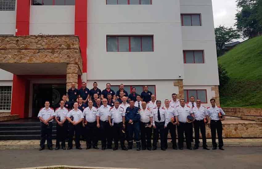 Bomberos Voluntarios de Argentina se capacitan en Colombia