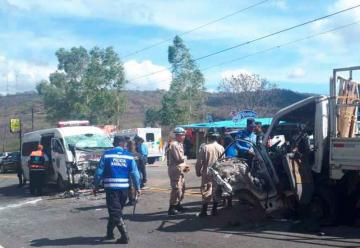 Grave accidente entre ambulancia y camión en Honduras