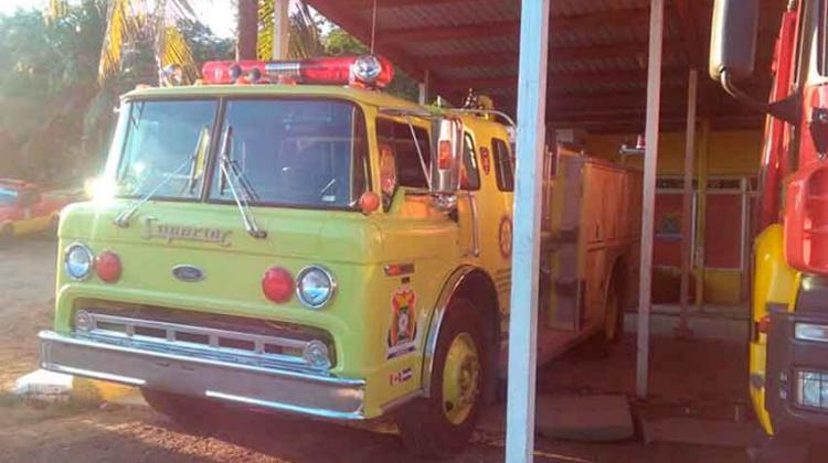 Donan vehículo al Cuerpo de Bomberos de Roatán