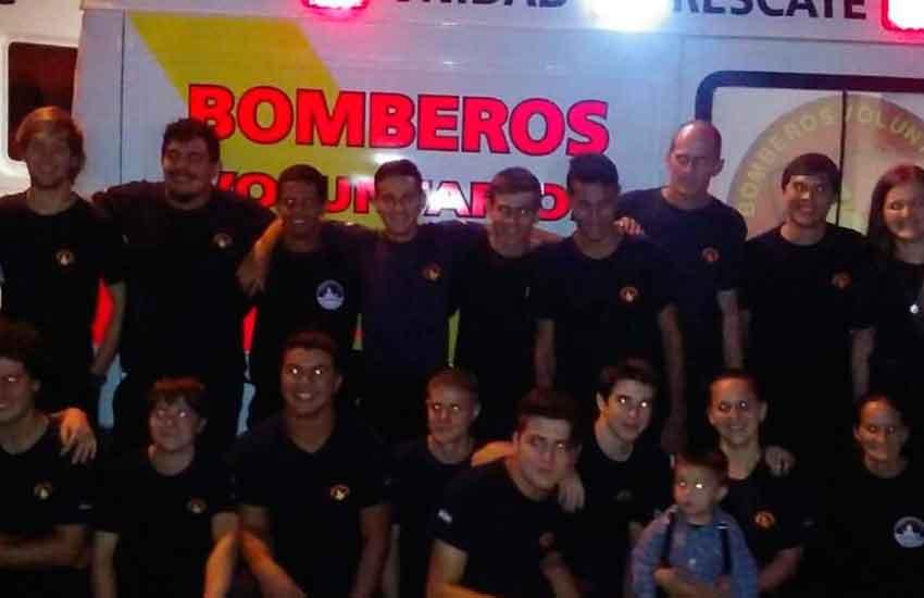 Bomberos Voluntarios de Puerto Rico presentaron una ambulancia