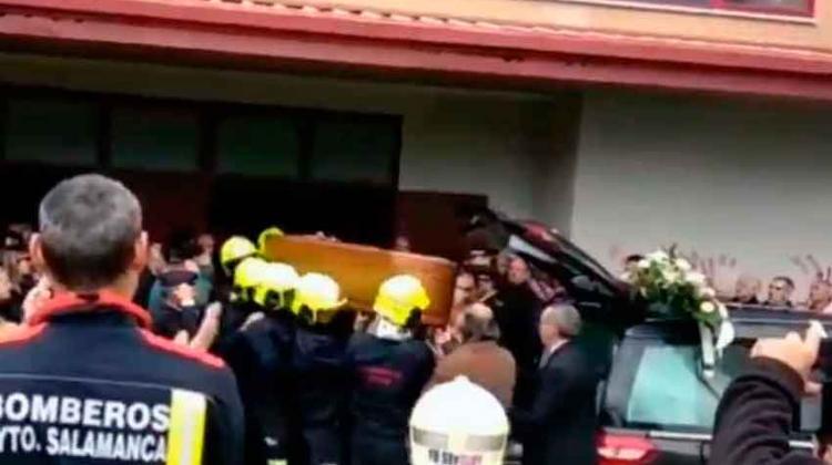 Bomberos de toda España han despedido a bombero fallecido