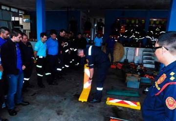 Bomberos de la región realizan curso sobre rescate en vehículos