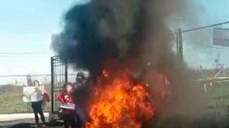 Protestas de vecinos de Millantú contra Bomberos