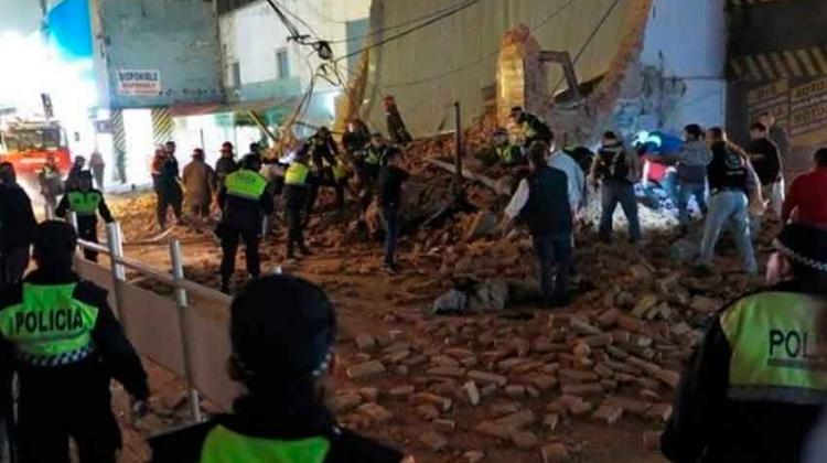 Se derrumbó ex cine en Tucuman y hubo víctimas fatales