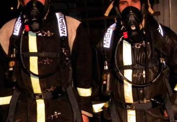 Bomberos de Santa Cruz cuentan con equipos de respiración