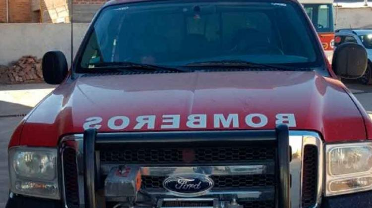 Apedrearon un móvil de bomberos Voluntarios de Centenario