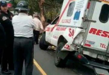 Trailer choca contra los bomberos mientras atendían emergencia