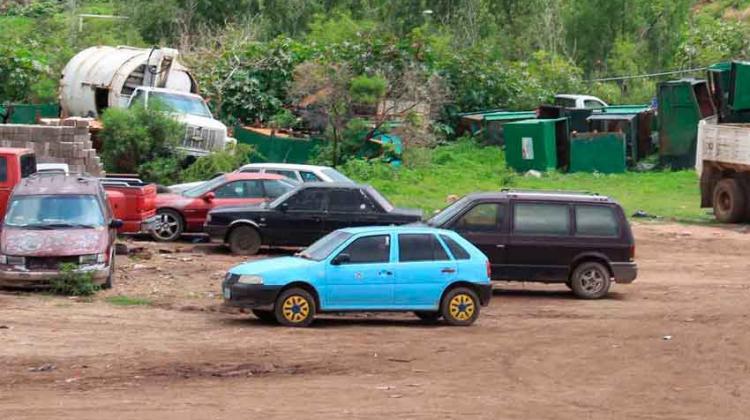 Municipio dona autos chatarra a Bomberos deGuanajuato