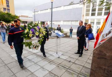 Recuerdo para los cuatro bomberos fallecidos de La Naval