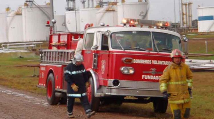Entregan ambulancia a bomberos voluntarios de Santa Cruz