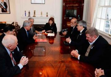 Ministra de Seguridad se Reunió con los Bomberos Voluntarios