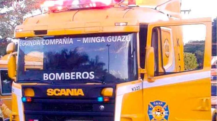 Camaristas despojan de un vehículo a bomberos