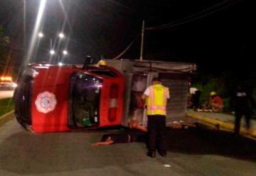 Vuelcan Bomberos de Tuxpan al acudir a un incendio