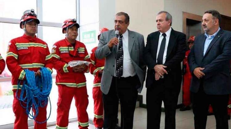 Bomberos reciben donación de equipo especial de rescate