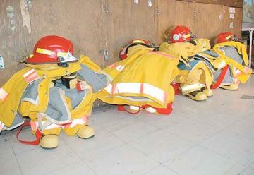 Falta equipamiento a bomberos de la región