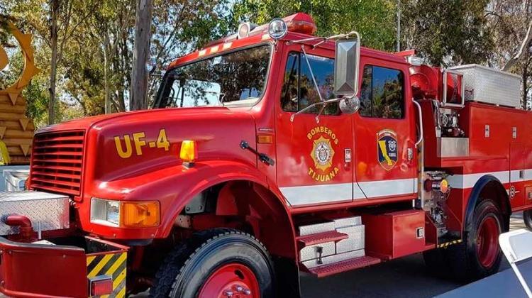 Bomberos de Tijuana recibió unidades y equipo de trabajo