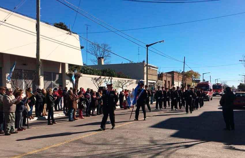 Desfile de la Federación Bonaerense en Urdampilleta