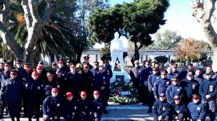 Bomberos Voluntarios rindieron homenaje a sus camaradas ausentes