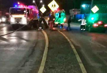 Carro de Bomberos chocó contra poste cuando se dirigía a emergencia