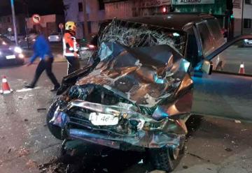Grave accidente entre un auto y un carro de bomberos