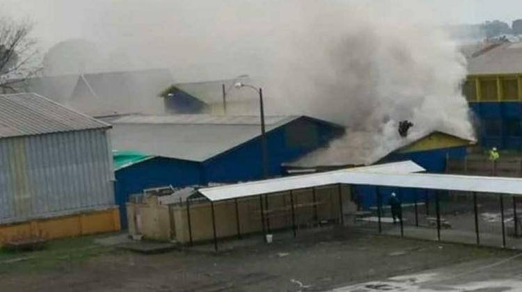 Tres bomberos lesionados deja incendio