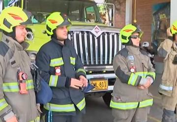 Agreden a bomberos tras confundirlos con policías