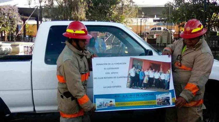 Fundación entrega donativo de ambulancia para Bomberos Voluntarios