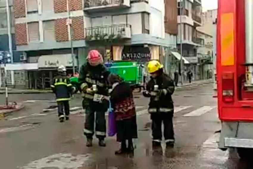 La conmovedora foto del incendio del Banco Nación