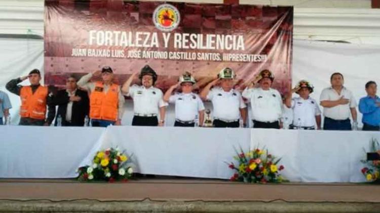 Condecoran a Bomberos Voluntarios por su actuar heroico