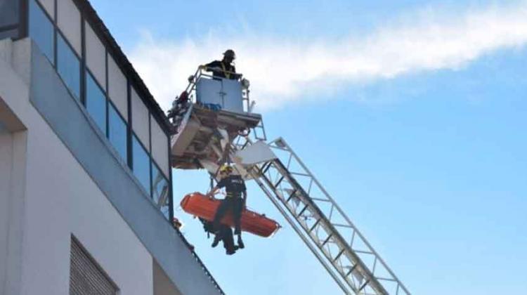 Bomberos realizó un simulacro de rescate en altura