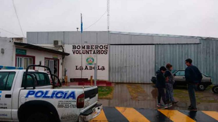 Desplazaron a la jefa del cuartel de Bomberos de La Adela