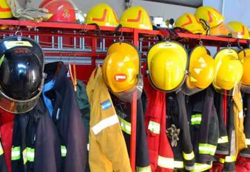 Bombero sufrió graves quemaduras al sofocar un incendio en el cuartel