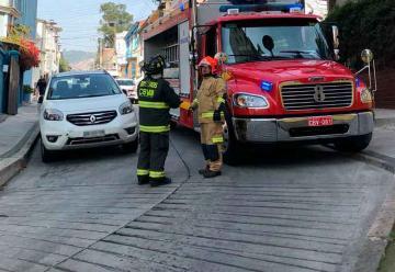 Vehículos mal estacionados complican el trabajo de Bomberos