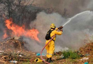 Bomberos controlaron incendio forestal en Guayaquil