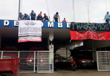 Bomberos de Irapuato trabajan bajo protesta